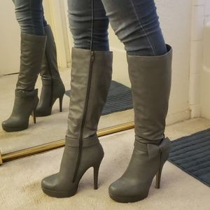 Grey platform heeled boot with bow vegan leather